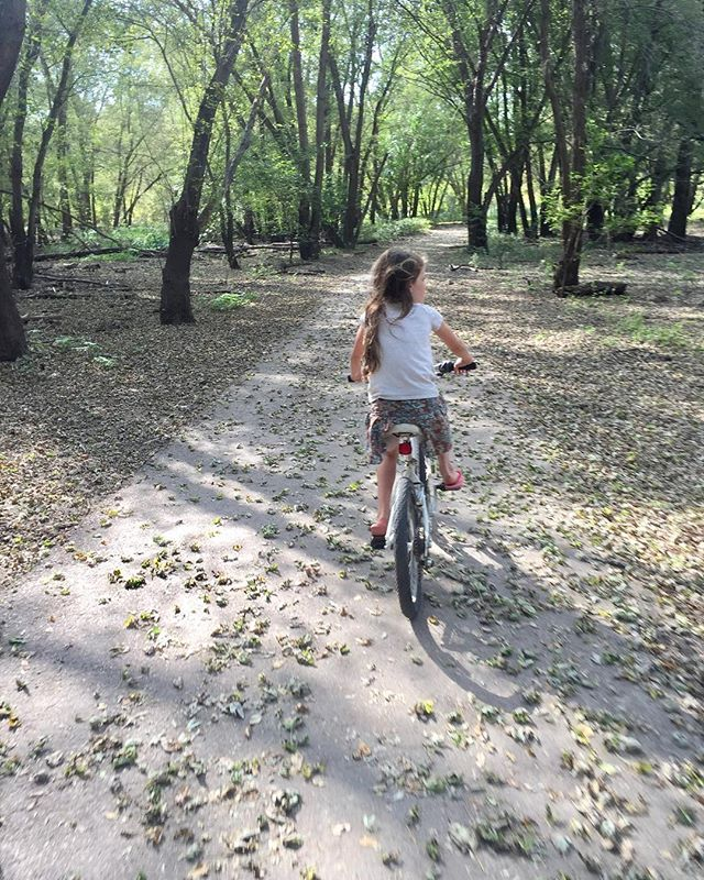 Norah and I took a fun little ride on the bike trail behind our campsite, just she and I . It's so fun to have some one-on-one time with each kid every now and then. You get to see a whole different side of them. •