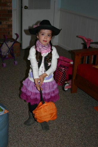 Hannah dressed as a cowgirl.